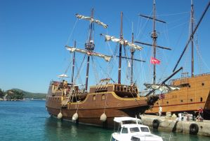 Tirena Pirate ship