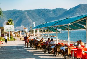 Seafront eateries