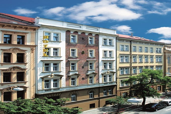 Hotel city club prague city hotels jet2holidays for Prague city hotel
